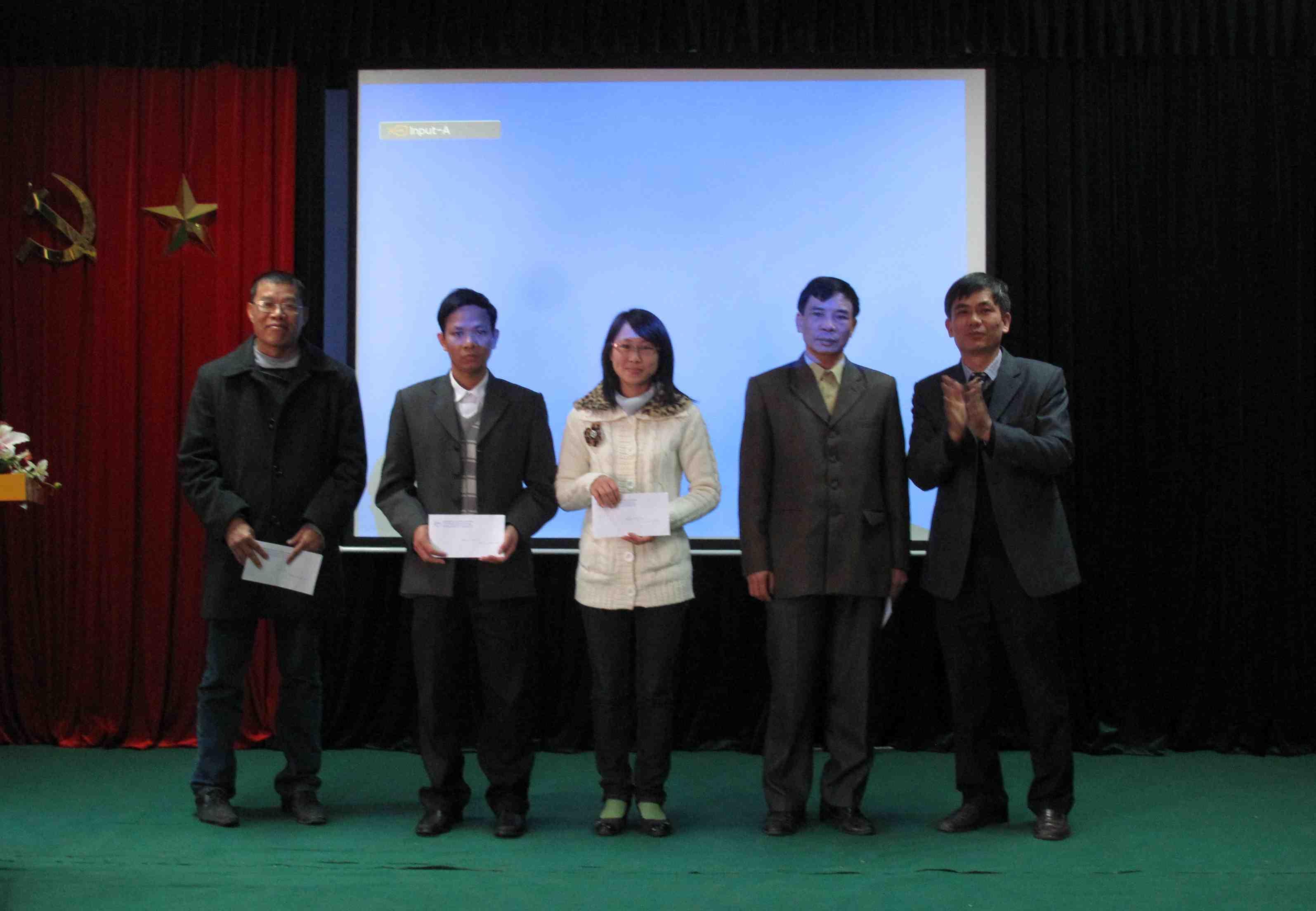 Gặp măt đầu xuân cán bộ hưu trí – Lễ trao thưởng năm 2011 của  Viện Khoa học và Kỹ thuật hạt nhân