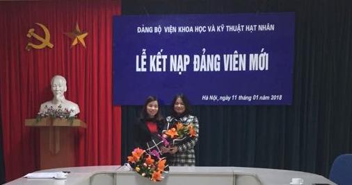 Lễ kết nạp đảng viên mới của Chi bộ Vật lý An toàn Năng lượng hạt nhân và Chi bộ Khối Cơ quan